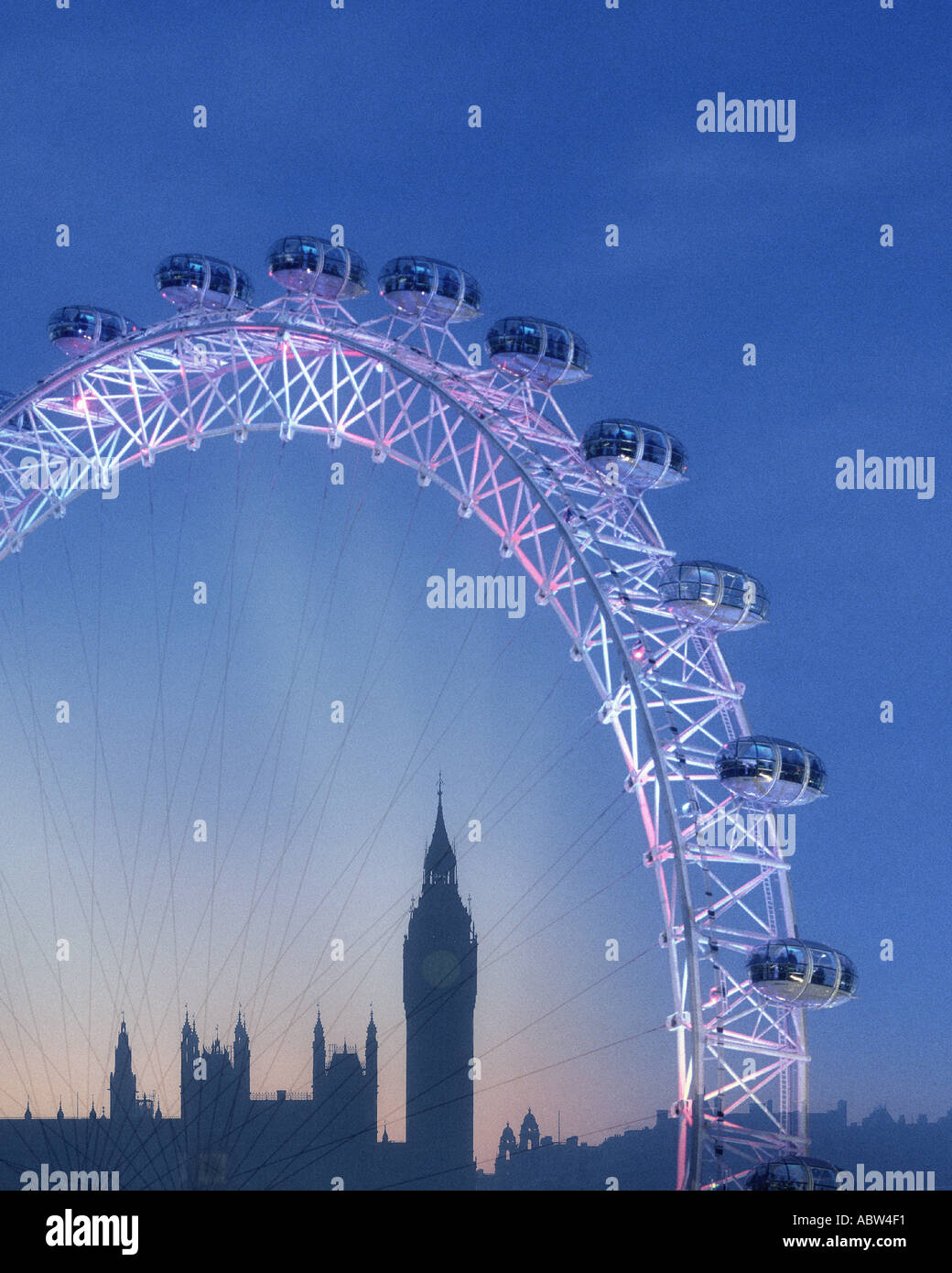 GB - LONDON: The London Eye and Big Ben (Elizabeth Tower) by night - Stock Image