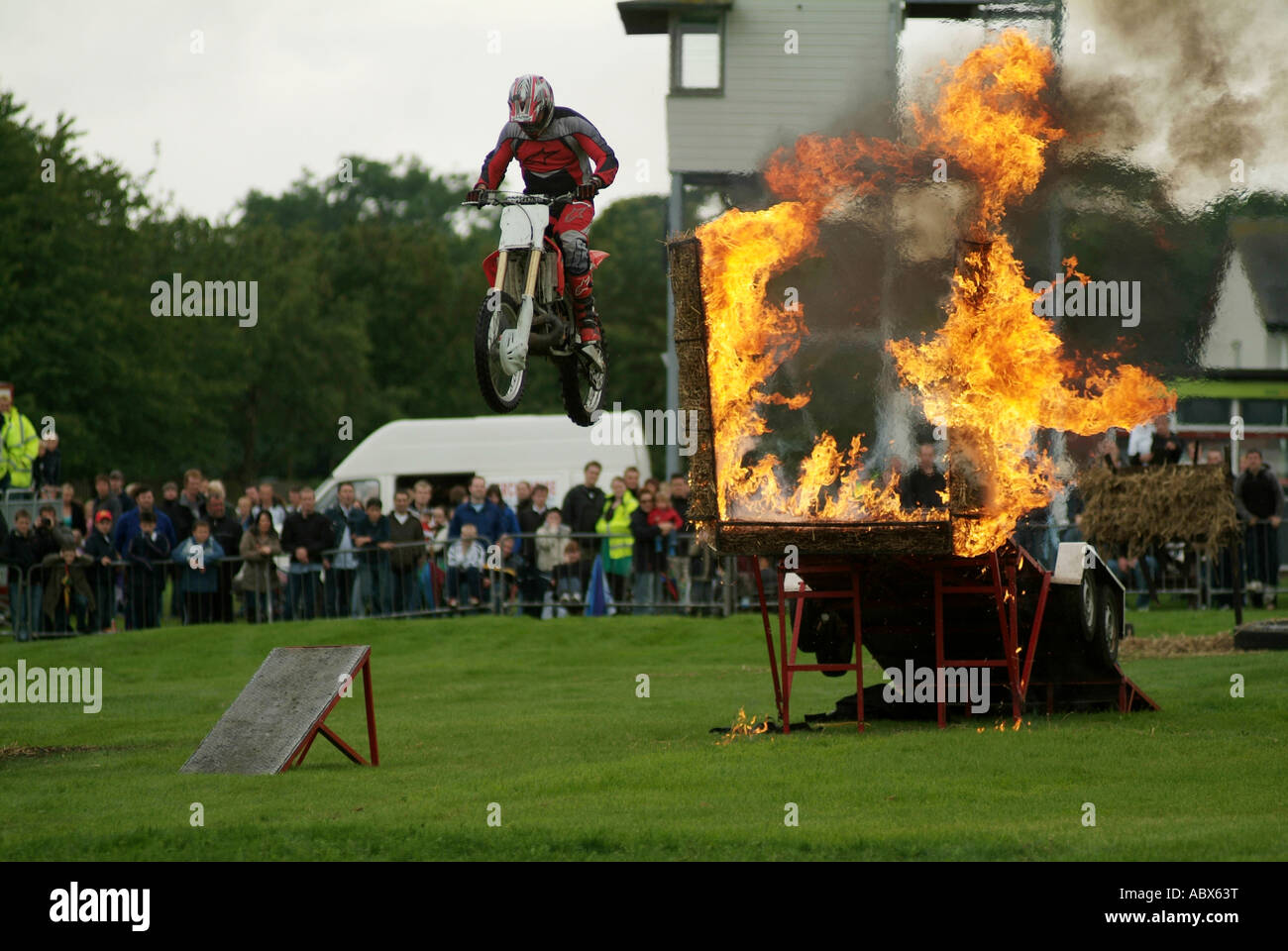 stunt, show, motorcycle, jump, jumping, through, fire, flames, smoke, heat, evil, knevil, ramp, - Stock Image