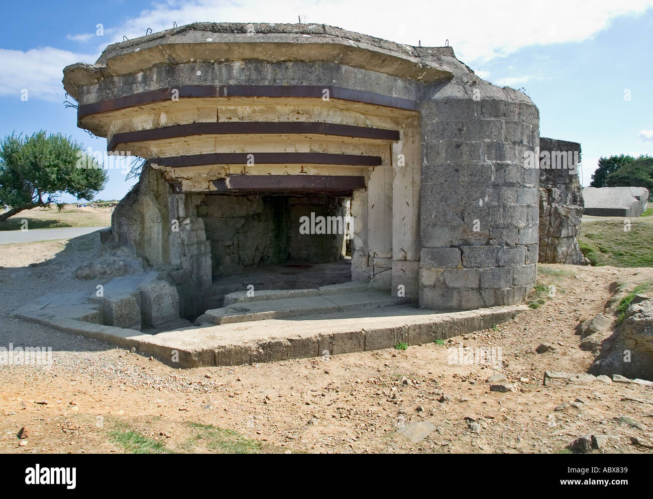 World War 2 bunker - German artillery gun emplacement bunker at Pointe Du Hoc, Normandy, France - Stock Image