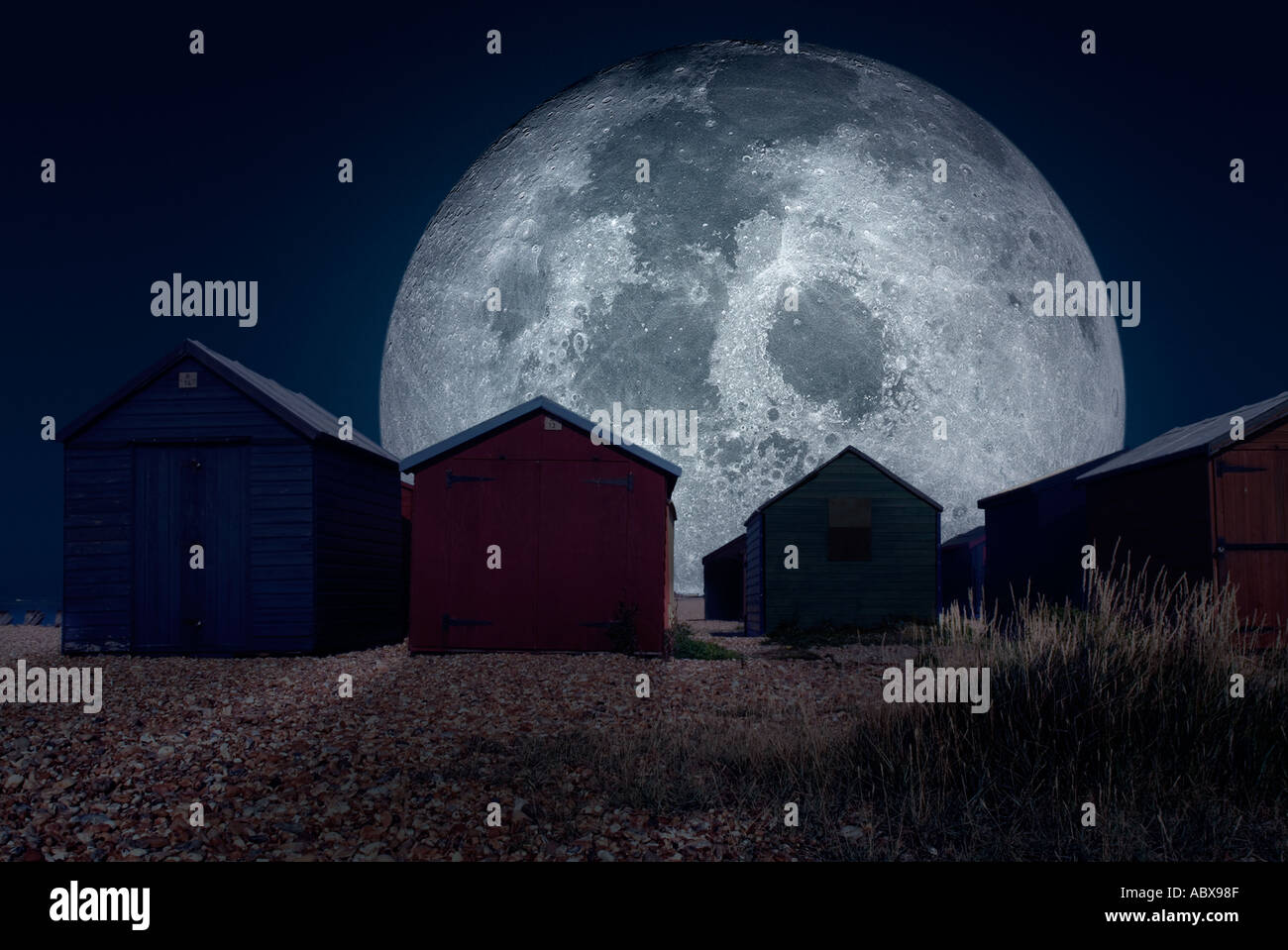 Moonrise with buildings silhoetted - Stock Image