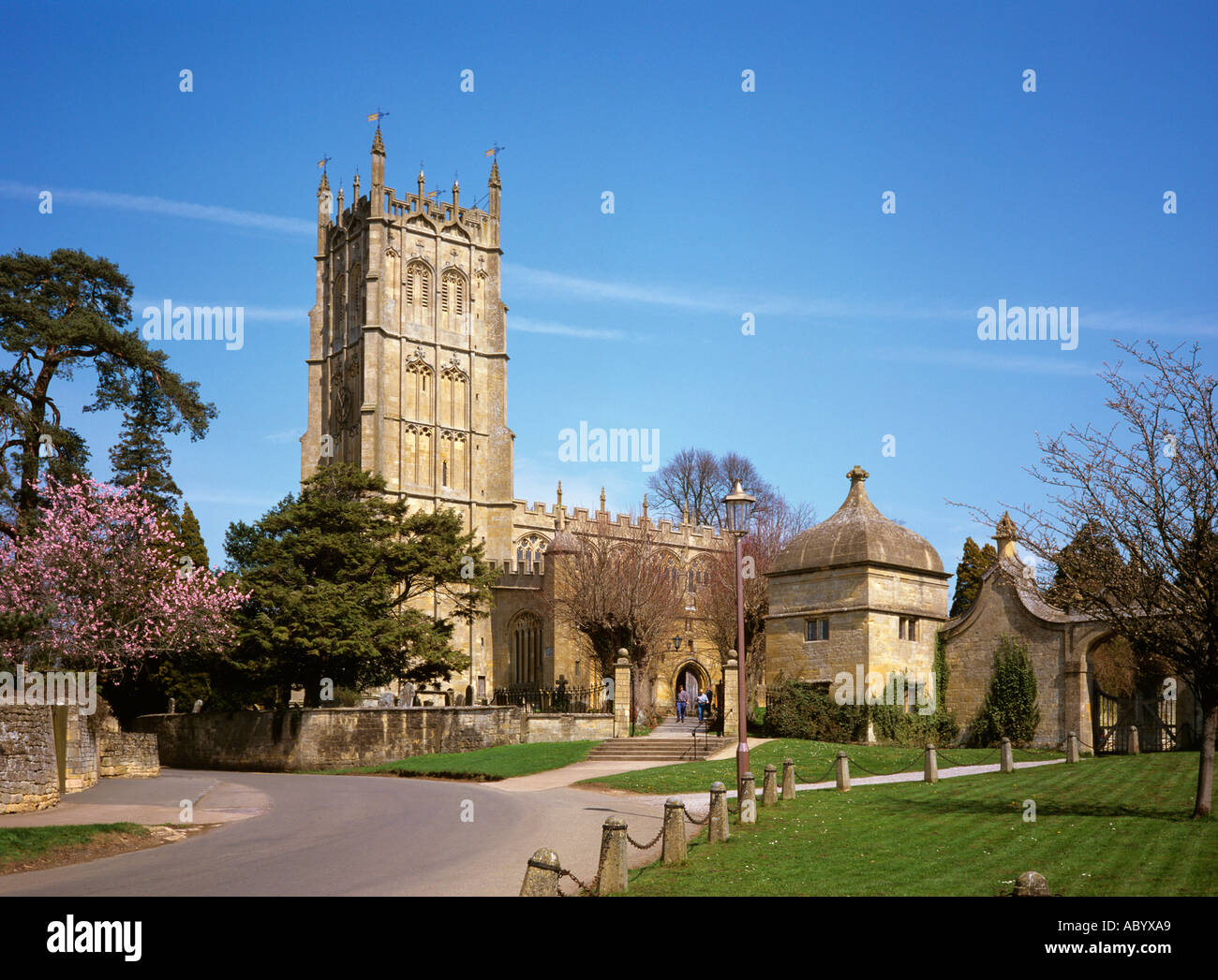 Gloucestershire Chipping Camden St James Church and gate to Camden House destroyed in Civil War - Stock Image