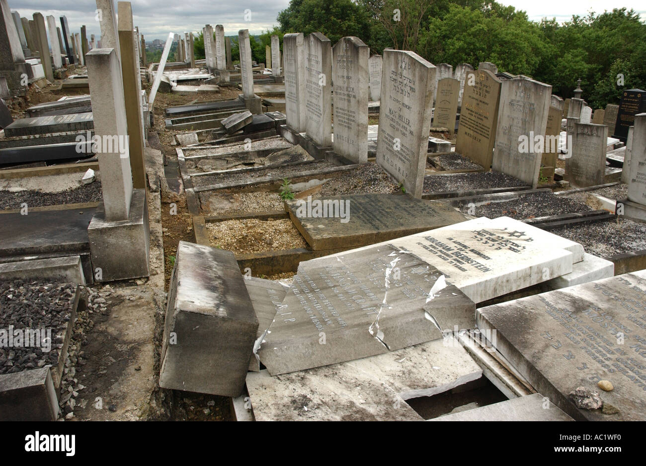 PHOTOGRAPH BY HOWARD BARLOW Desecrated JEWISH GRAVESTONES in RAINSOUGH CEMETRY NORTH MANCHESTER - Stock Image