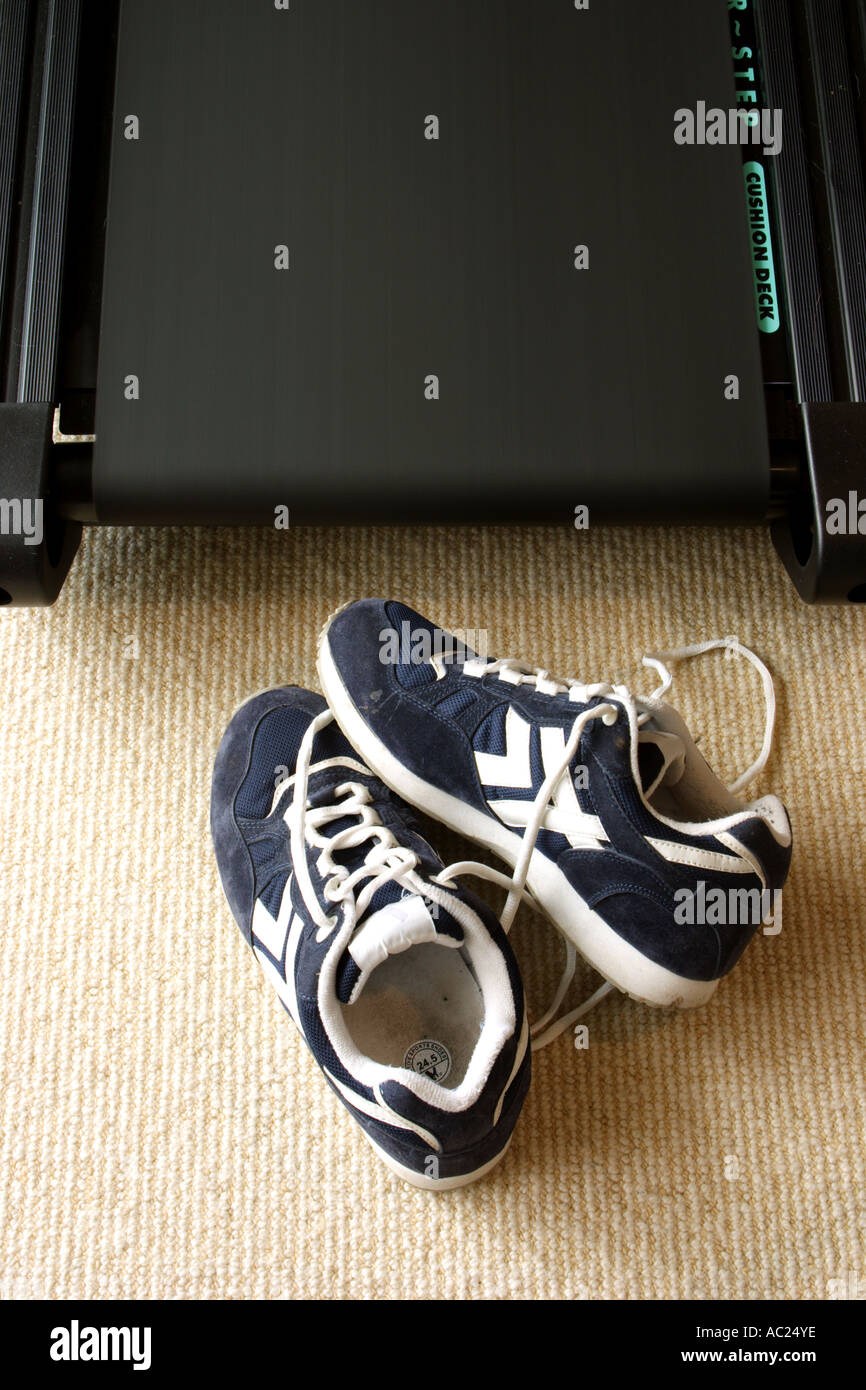 RUNNING SHOES ON A MOVING TREADMILL VERTICAL BAPDB7661 - Stock Image