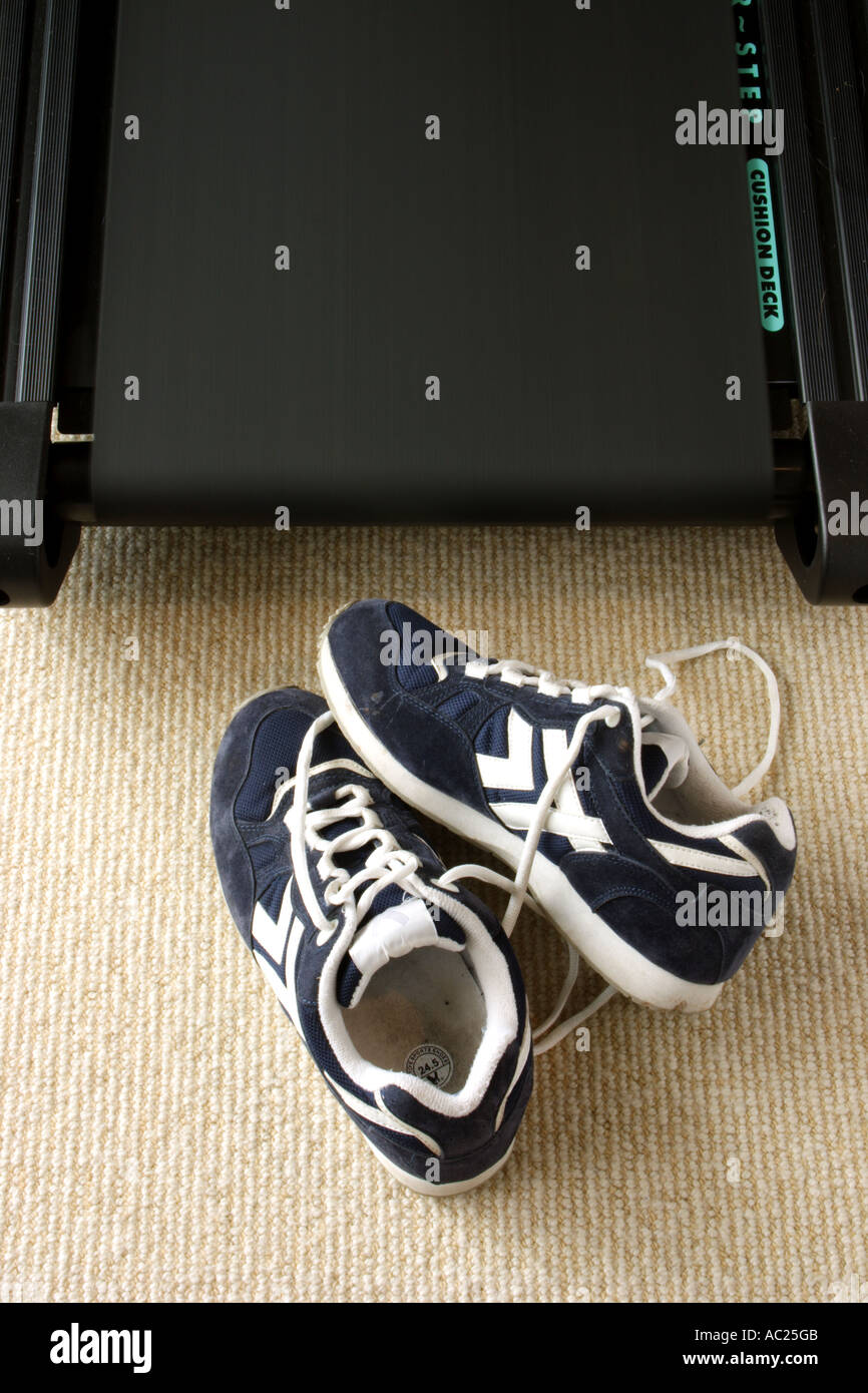 RUNNING SHOES ON A MOVING TREADMILL VERTICAL BAPDB7662 - Stock Image