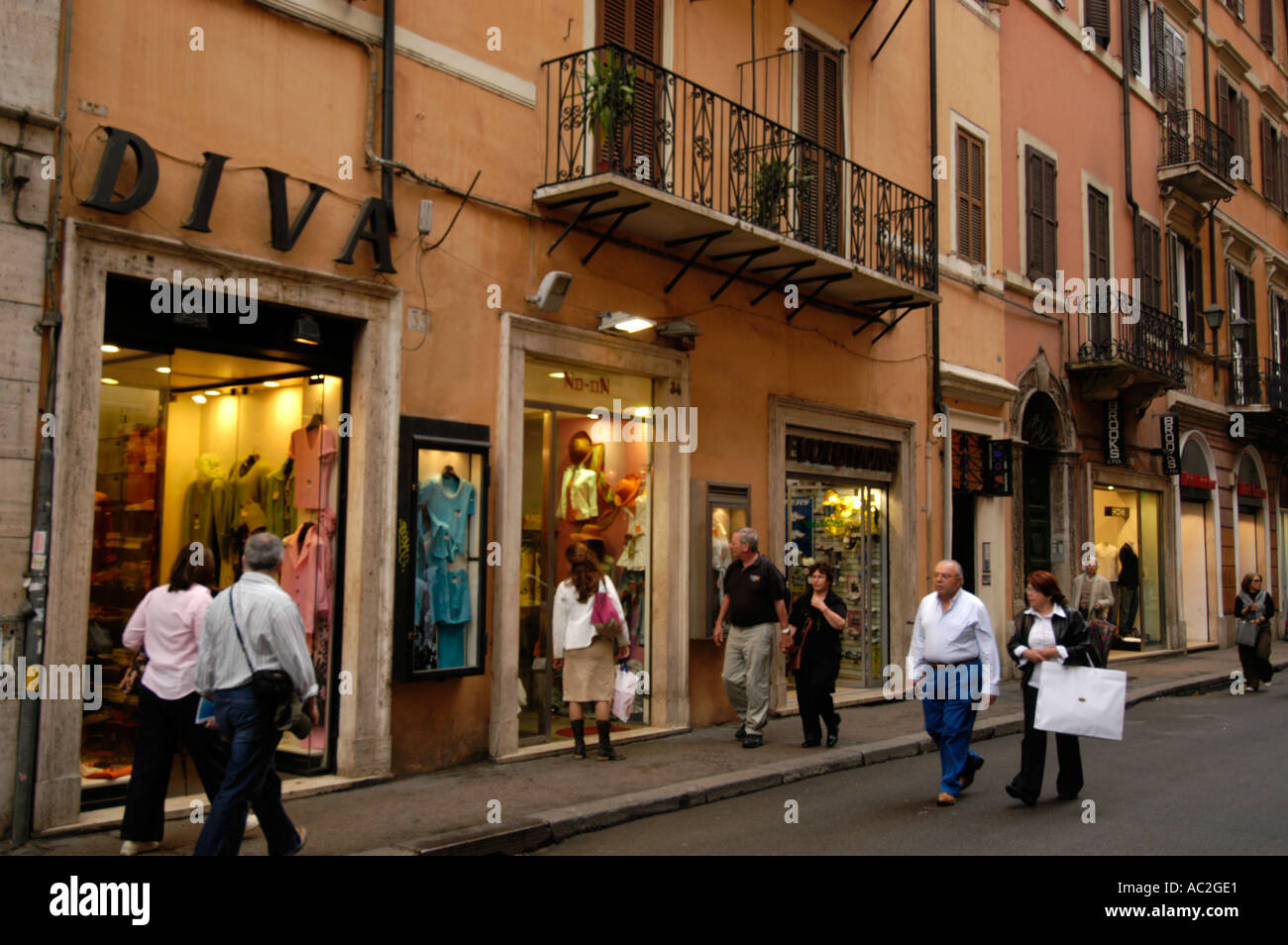 Shopping on via del corso rome italy stock photo 4249824 for Bershka roma via del corso