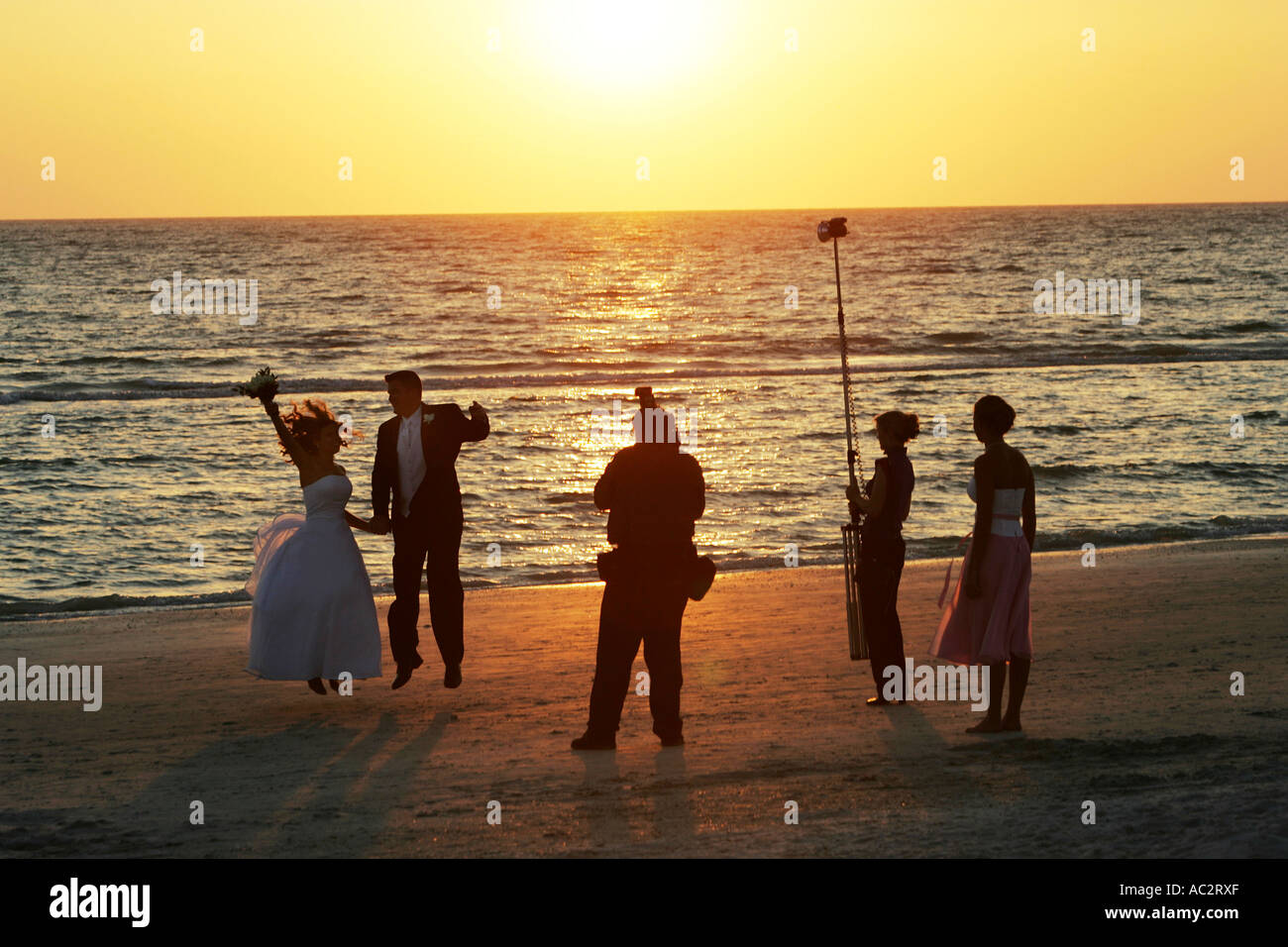 USA, United States of America, Florida, Fort Myersr Beach : Just married couple during a photoshooting at the beach at sunset - Stock Image