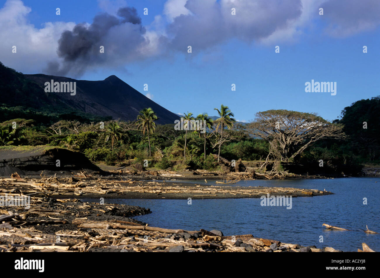 Hot springs lake and Yasur Volcano at Sulphur Bay Village, Ipekel Ipeukel, Tanna Island, Vanuatu. - Stock Image