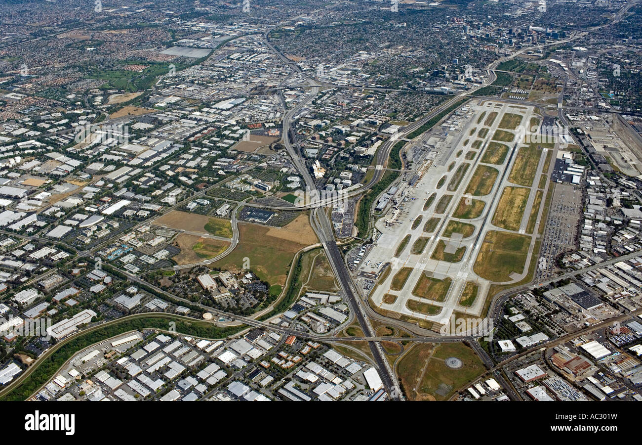 Aerial of the San Jose airport, with the Bayshore freeway (Highway 101) to its left and downtown San Jose, CA in - Stock Image