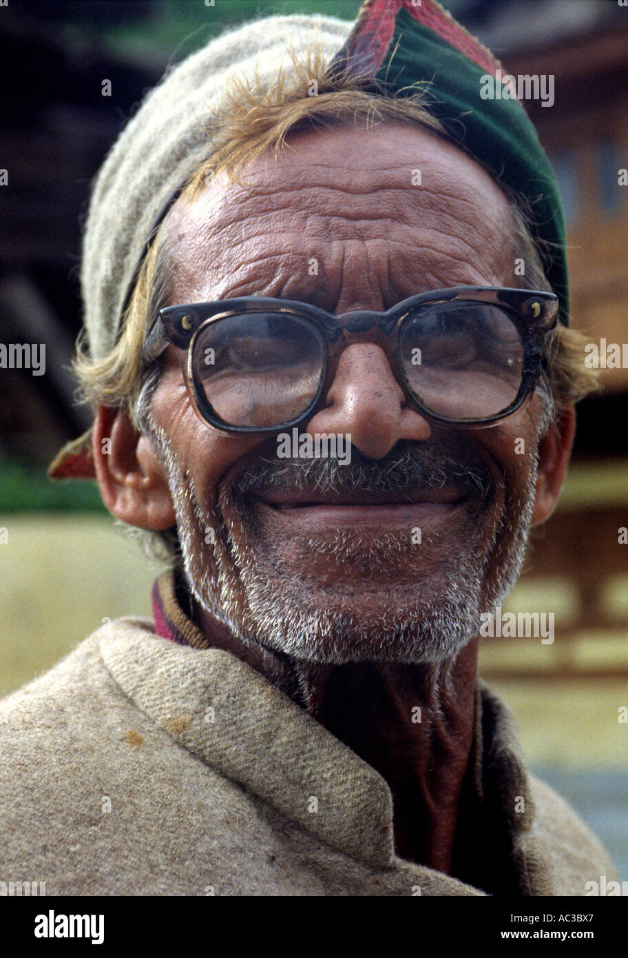 Old man smiling Sangla Valley - Stock Image