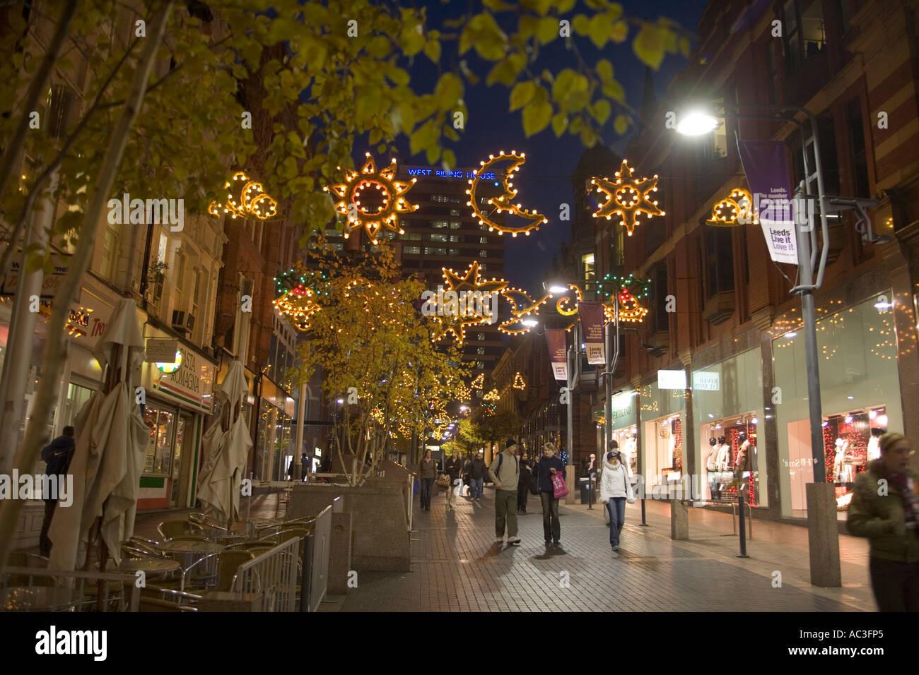 Christmas Street Light Decoration People Walking Down