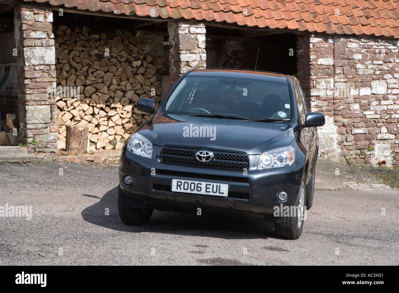 ECONOMICAL GREEN FRIENDLY 4 WHEEL DRIVE CAR SUV IN FARM YARD UK - Stock Image