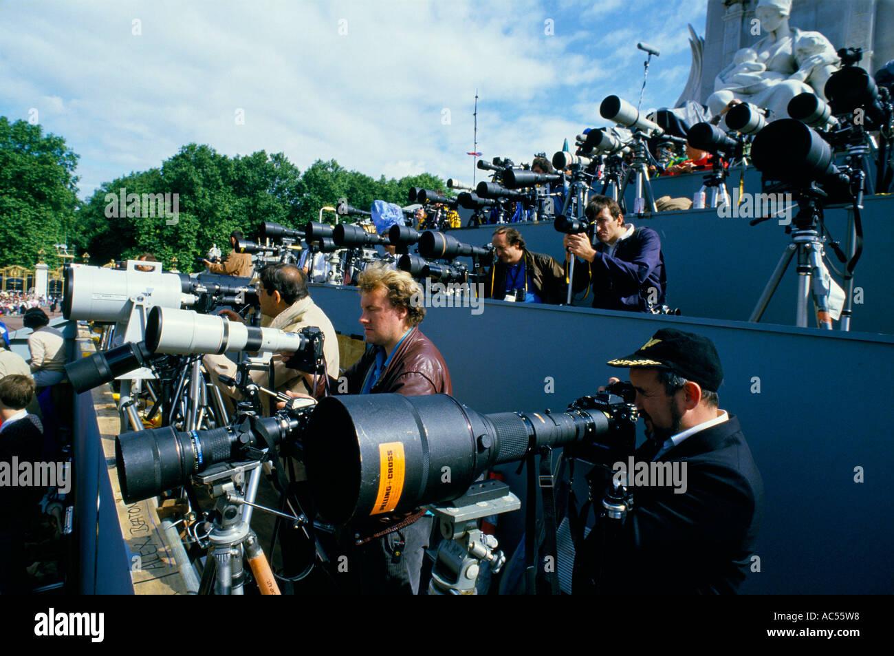 KEN LENNOX AMONG MANY PHOTOGRAPHERS WITH BIG TELEPHOTO LENSES - Stock Image