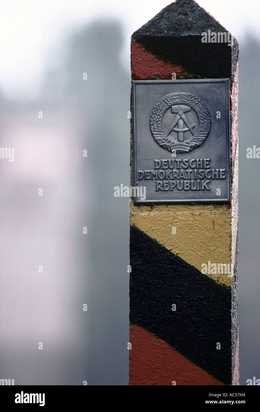 IRON CURTAIN NORTH TO SOUTH DDR MARKER POST 1989 - Stock Image