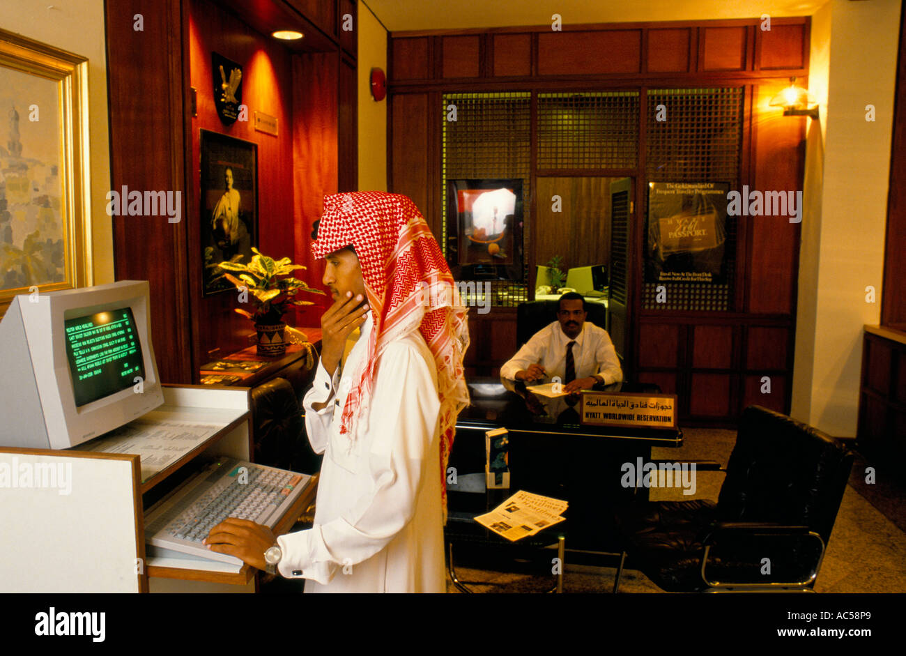MAN LOOKING AT REUTERS TERMINAL SAUDI ARABIA 1989 - Stock Image