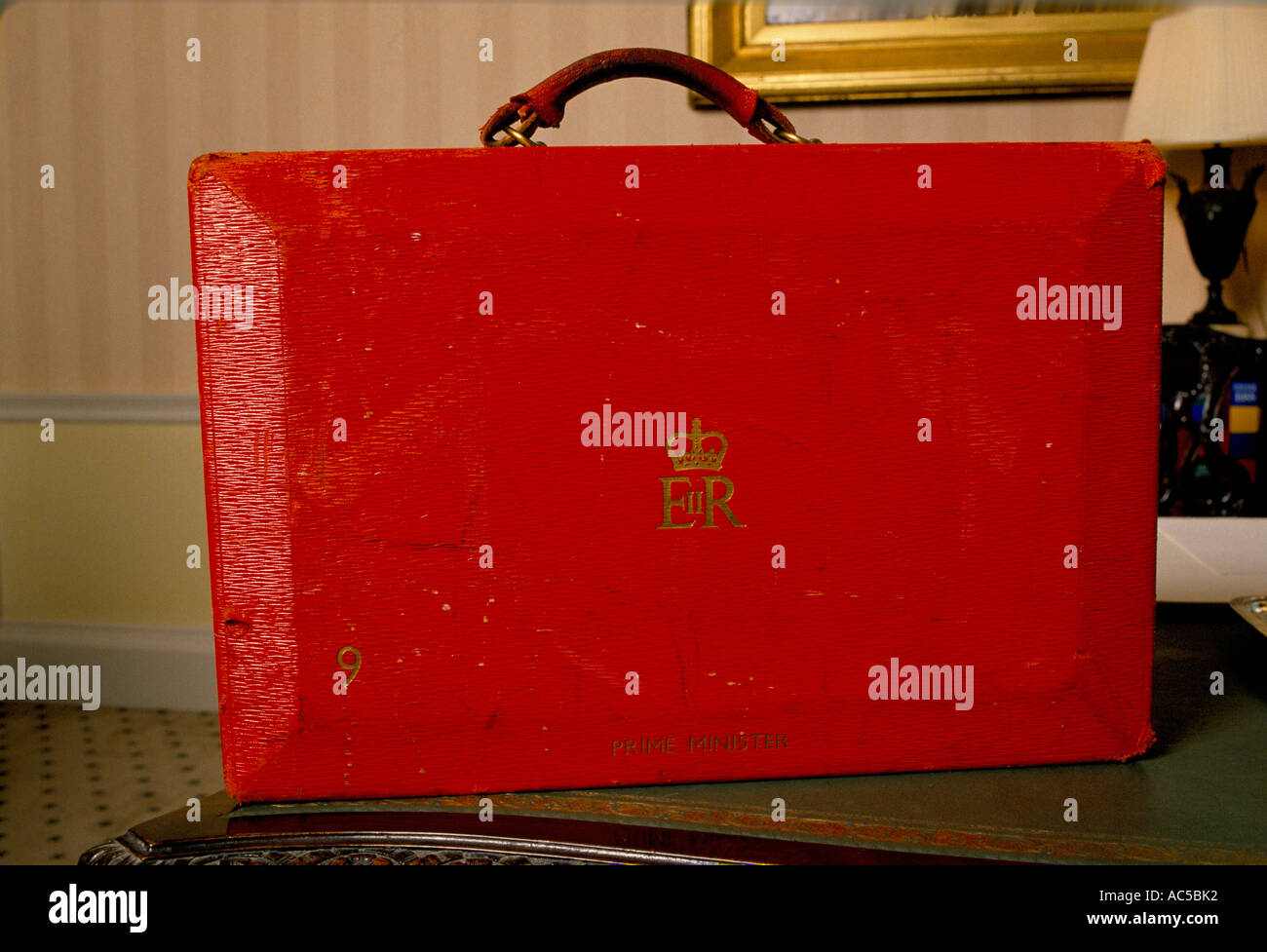 THATCHER DOWNING STREET MRS THATCHER OFFICIAL RED BRIEFCASE 1989 - Stock Image