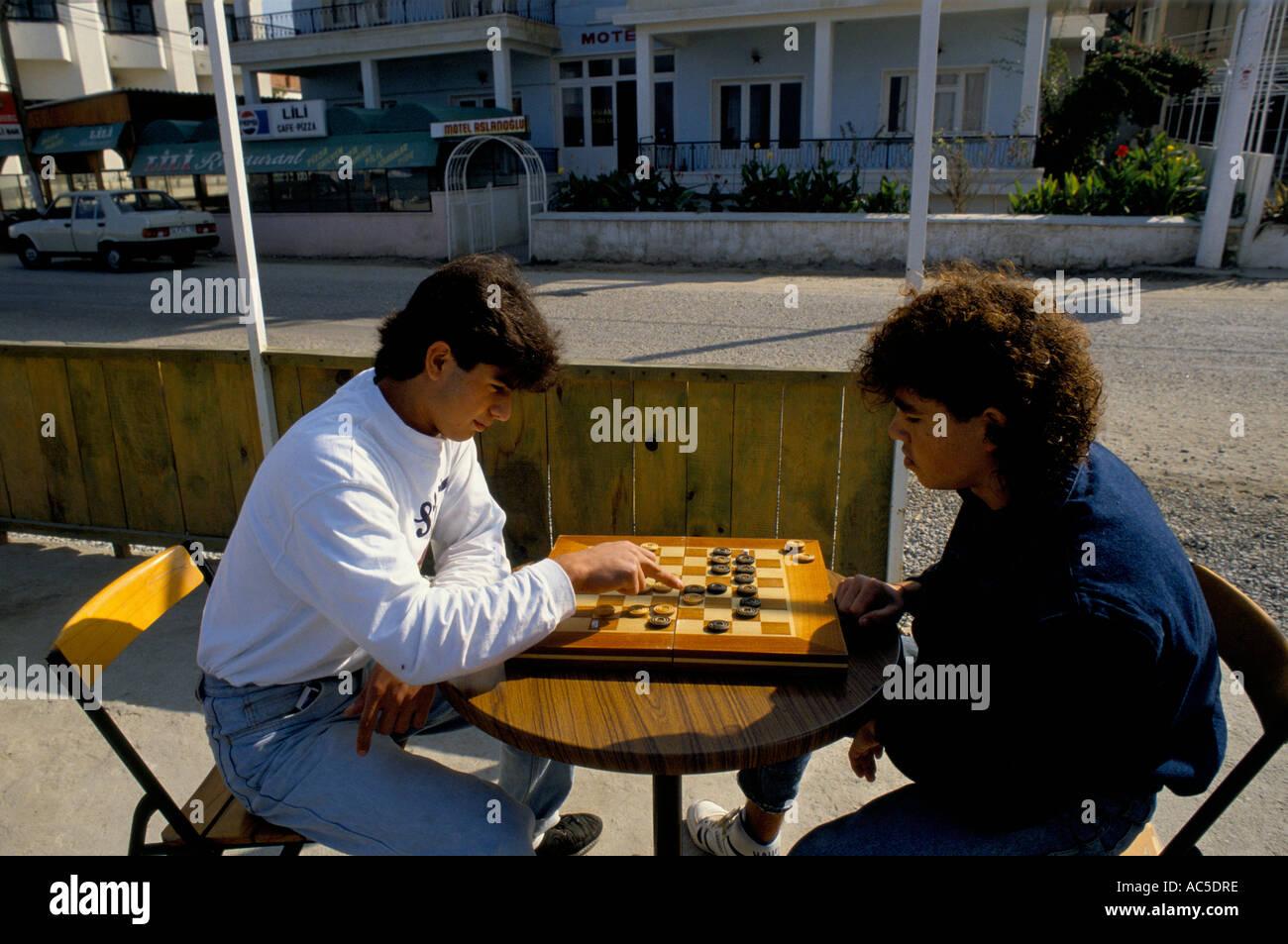 PEOPLE PLAYING TURKISH GAMES SIMILAR TO DRAFTS - Stock Image