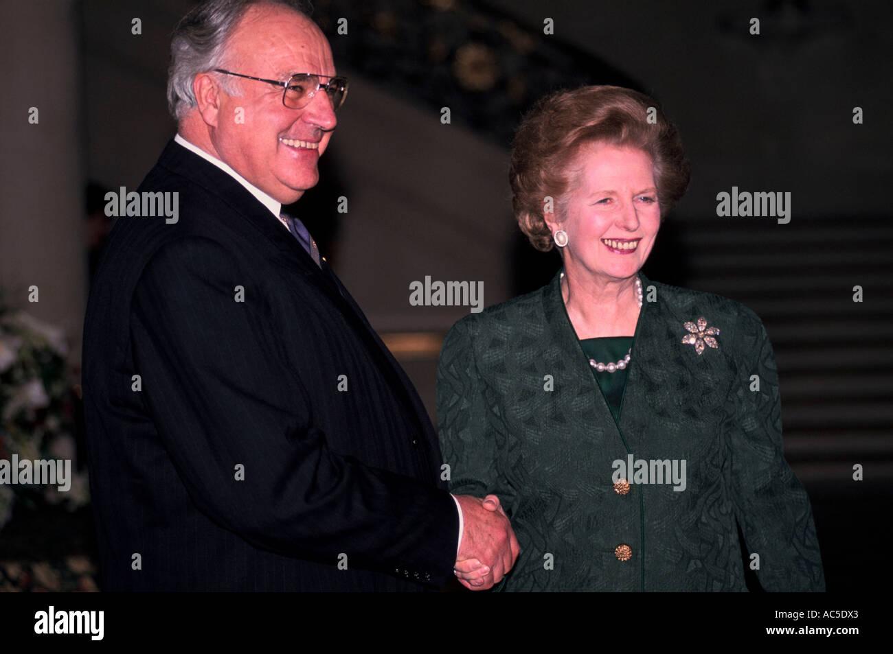 MARGARET THATCHER AND HELMUT KOHL PARIS 1990 - Stock Image