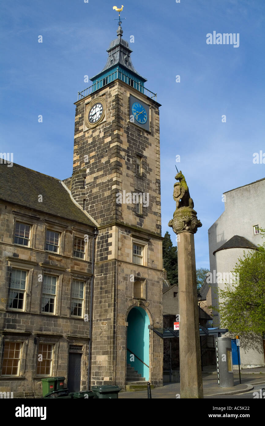 dh  STIRLING STIRLINGSHIRE Unicorn statue Mercat cross and old Tolbooth clock tower scotland town historical building Stock Photo