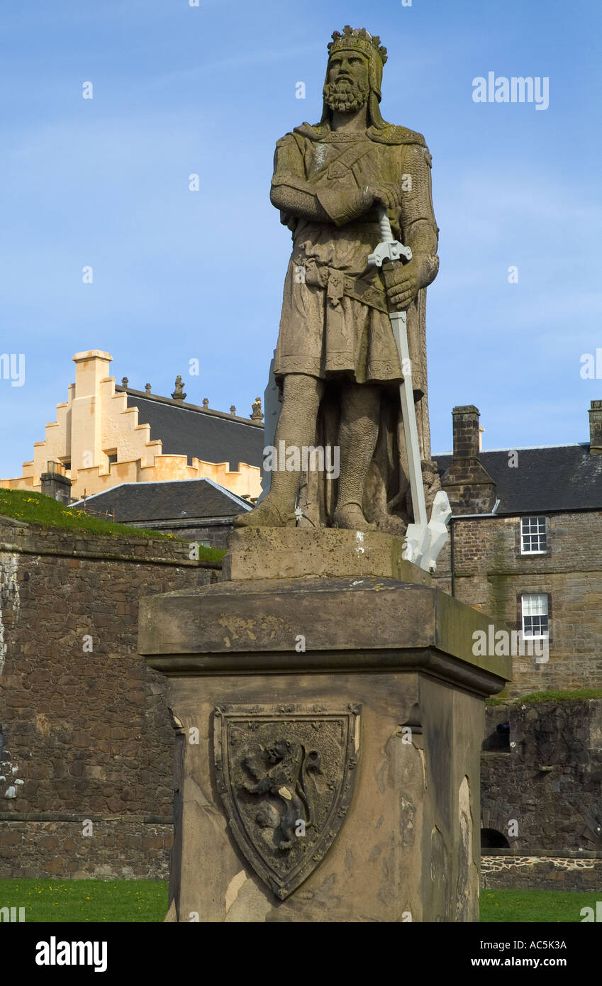 dh  STIRLING STIRLINGSHIRE King  Robert the Bruce statue outside Stirling Castle scotland monument Stock Photo