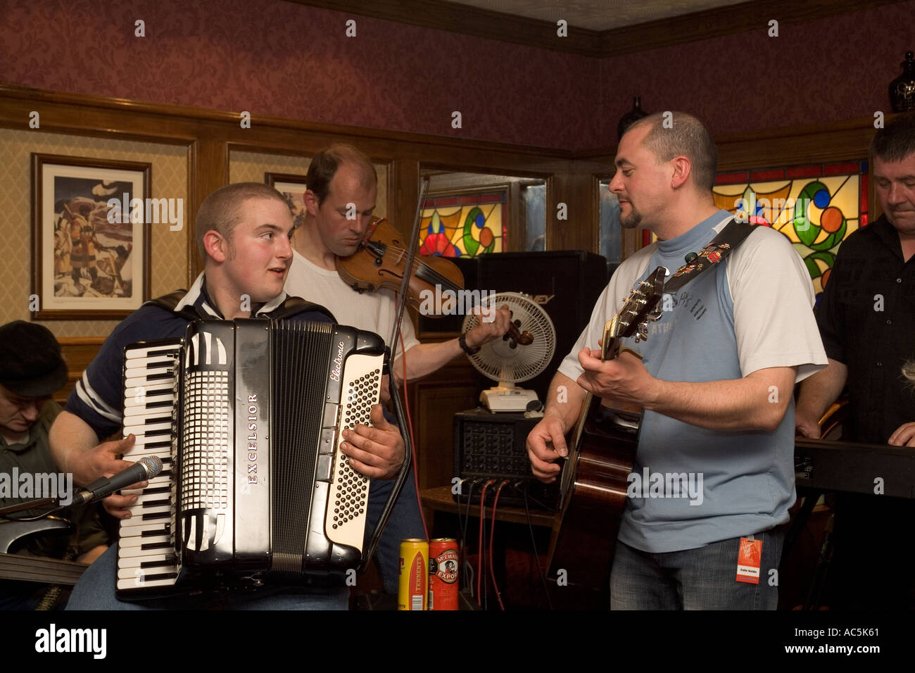 dh Orkney Folk Festival STROMNESS ORKNEY Musicians playing Accordion guitar fiddle uk pub scottish music player Stock Photo