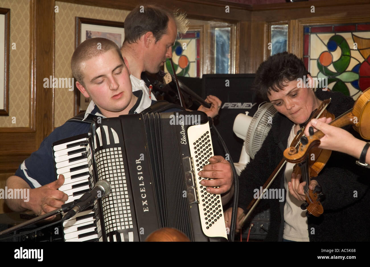 dh Orkney Folk Festival STROMNESS ORKNEY Musicians playing Accordion fiddles Royal Hotel lounge bar Stock Photo
