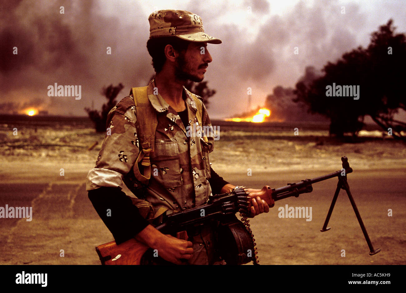 Oil fires near the Iraqi border in war torn kuwait 1991 - Stock Image