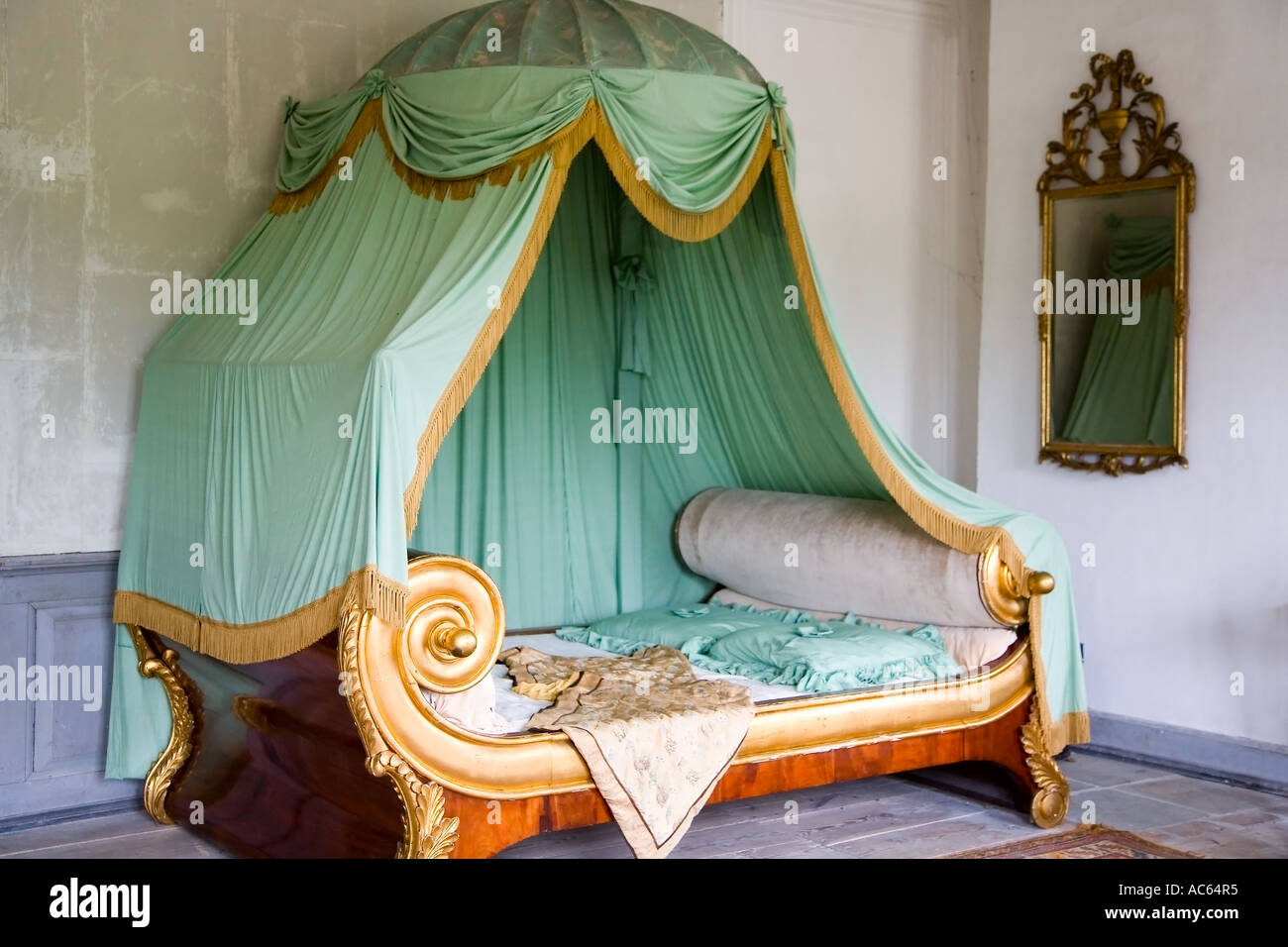 Old canopy bed - Stock Image