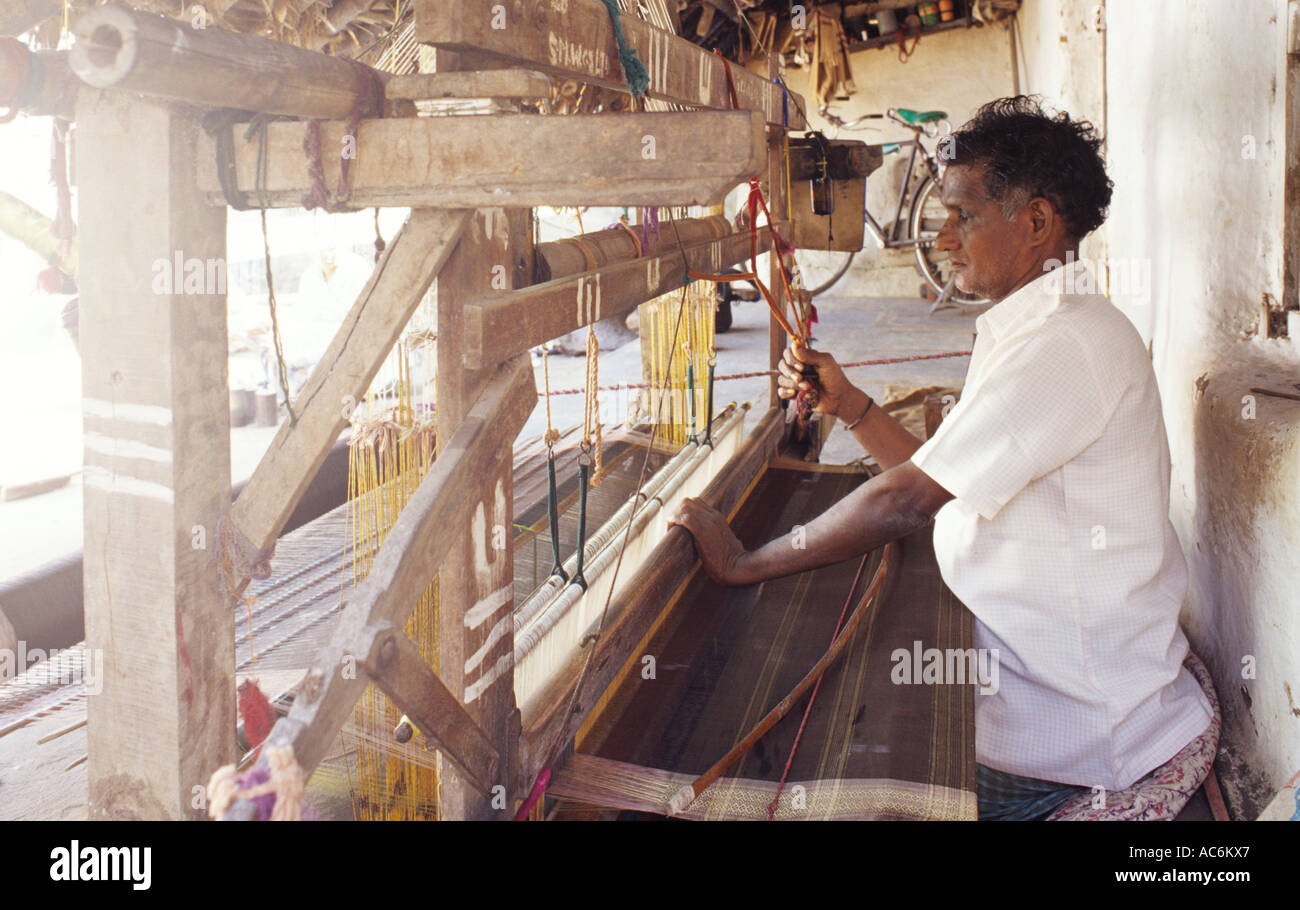 WEAVER AT WORK MACHLIPATNAM ANDHRA PRADESH - Stock Image