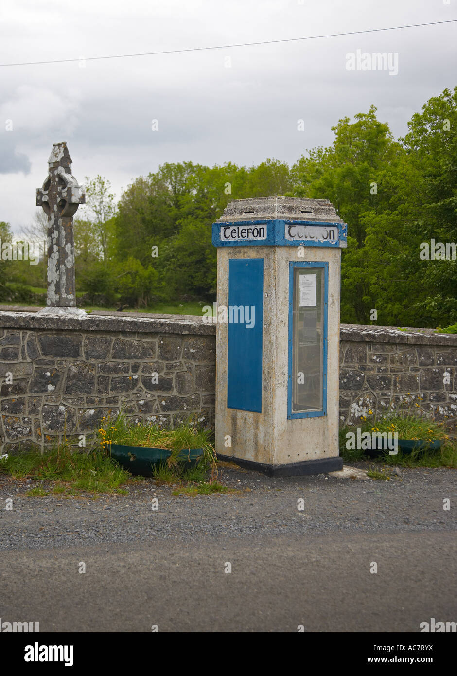 Irish Telephone Kiosk, Telefon, near Galway, Ireland - Stock Image