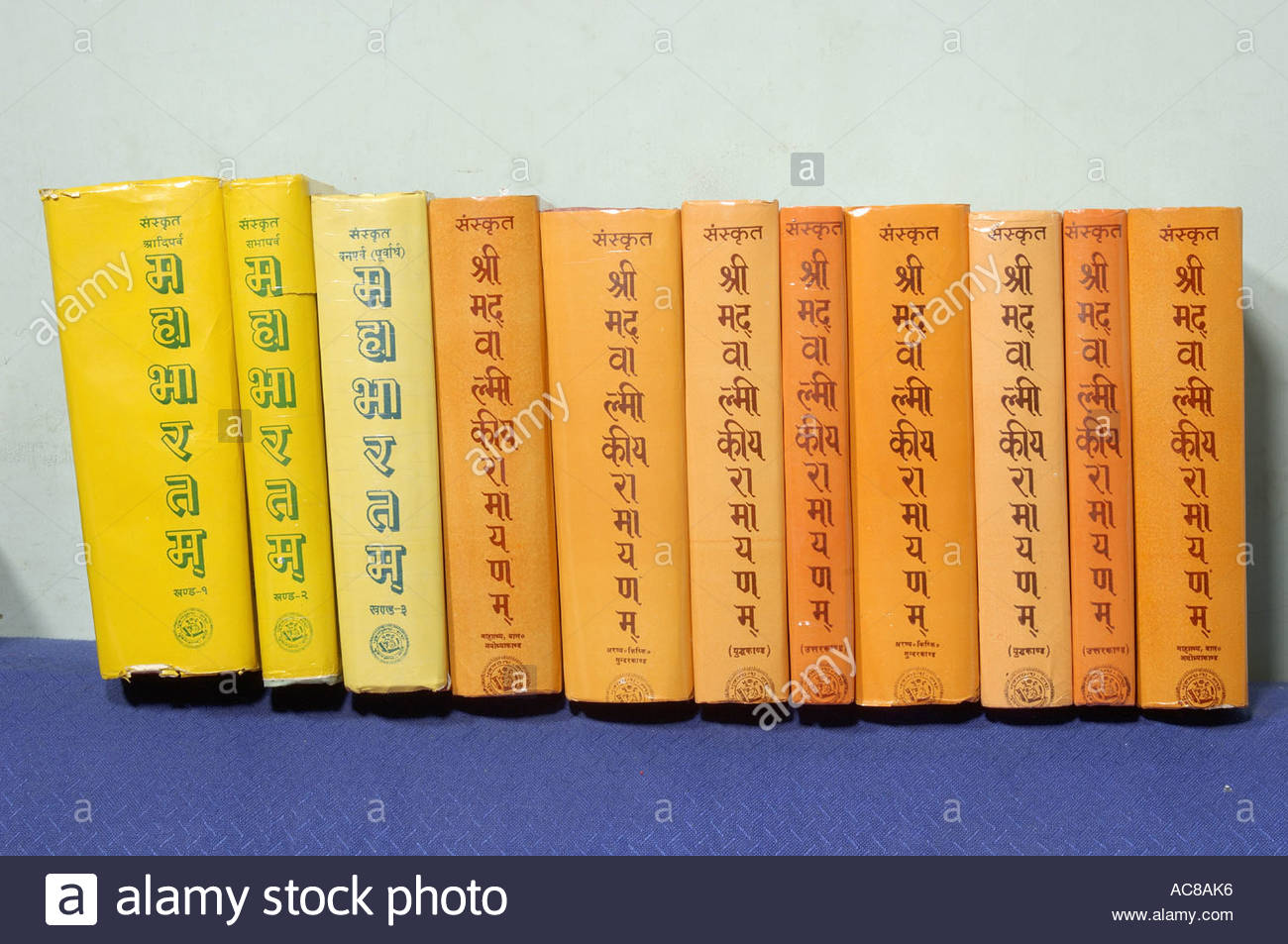 MAK79152 Hinduism Indian old ancient books on Mahabharat and Ramayan in Sanskrit - Stock Image