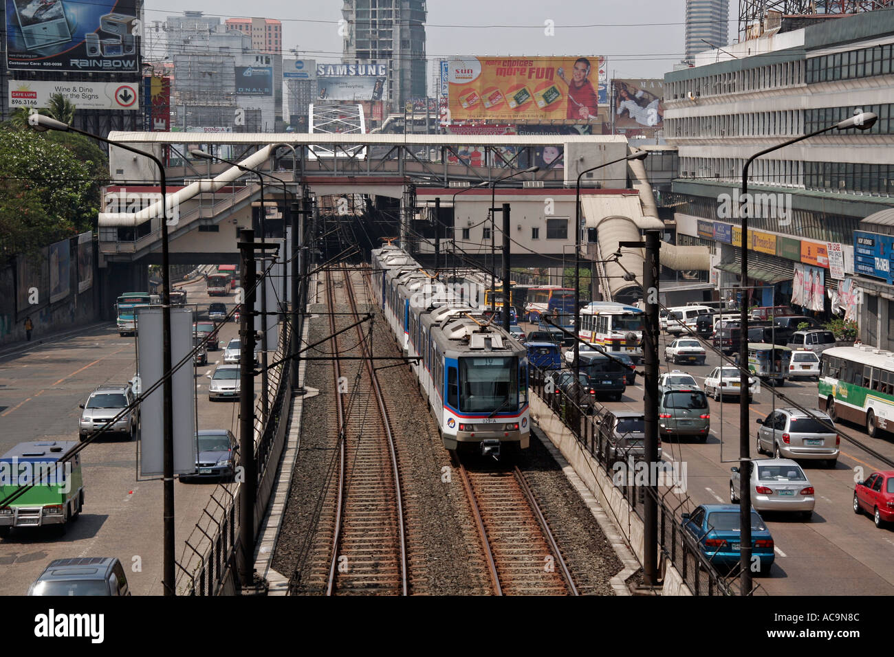 Train line along EDSA Manila - Stock Image