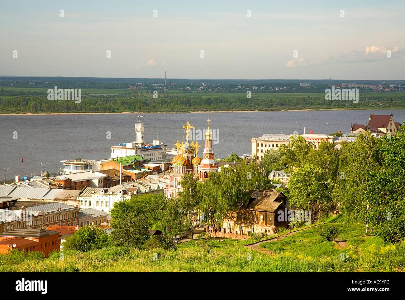Virgin's Nativity Church and historic merchant houses at the Volga river, Nizhny Novgorod (Gorky), Russia Stock Photo