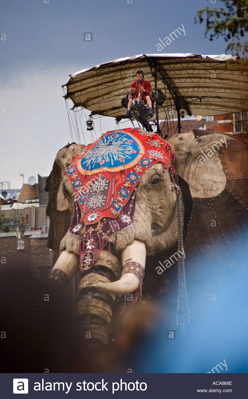 The Sultans Elephant performed on the streets of London by French theatre company Royal de Luxe 2006 - Stock Image