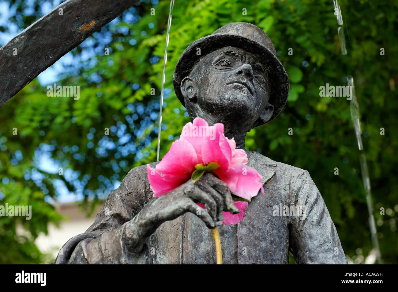 Karl Valentin monument (fountain) with flower at the Viktualienmarkt, Munich, Bavaria, Germany Stock Photo