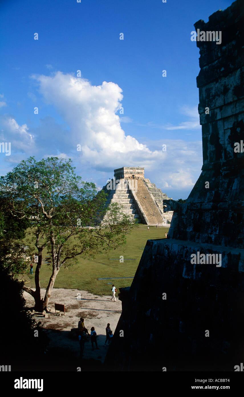 pyramid of el castillo mayan ruins of chichen itza yucatan peninsula mexico - Stock Image