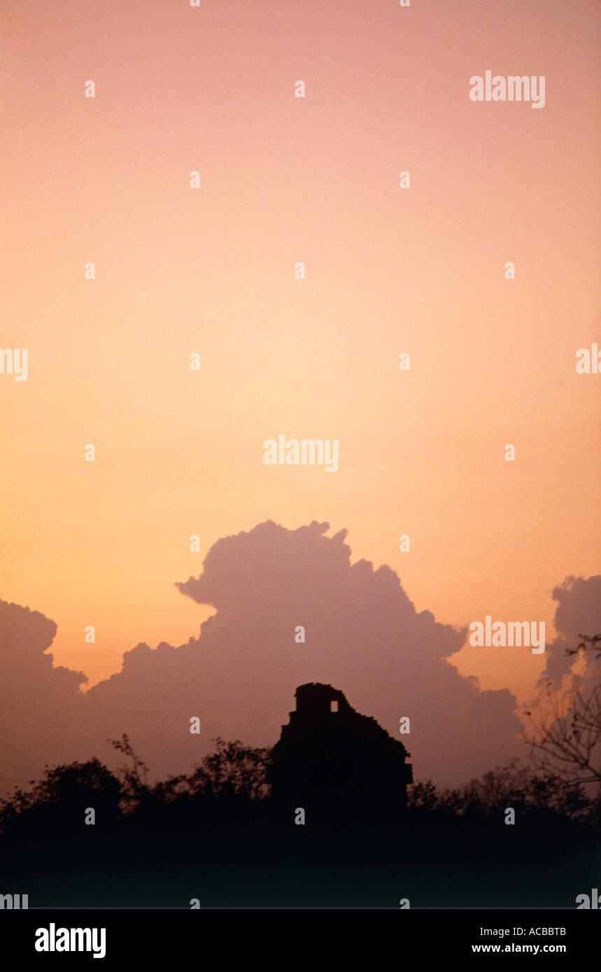 observatory at evening mayan ruins of chichen itza yucatan peninsula mexico - Stock Image