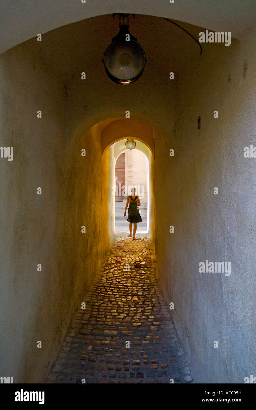 Brasov, Transylvania, Romania. Str Storii (Rope Street - One of Europe's narrowest streets; 1.32m wide, 83m - Stock Image