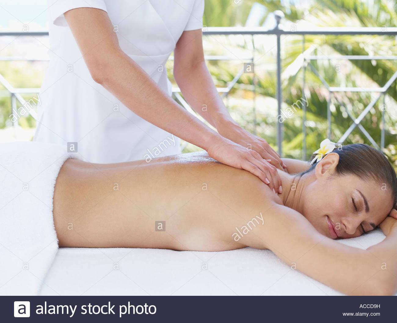Masseuse giving a woman a back massage - Stock Image