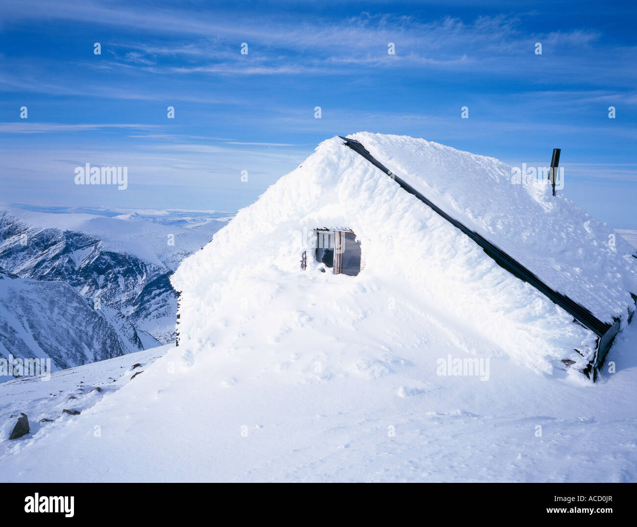 A snowed in cabin. - Stock Image