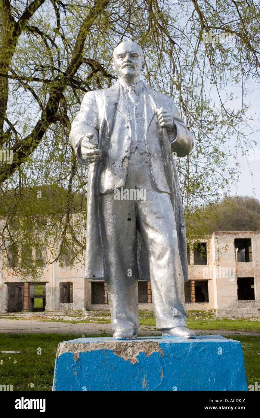 Silver Lenin statue set against a ruin in the North Caucasus of South Western Russia - Stock Image
