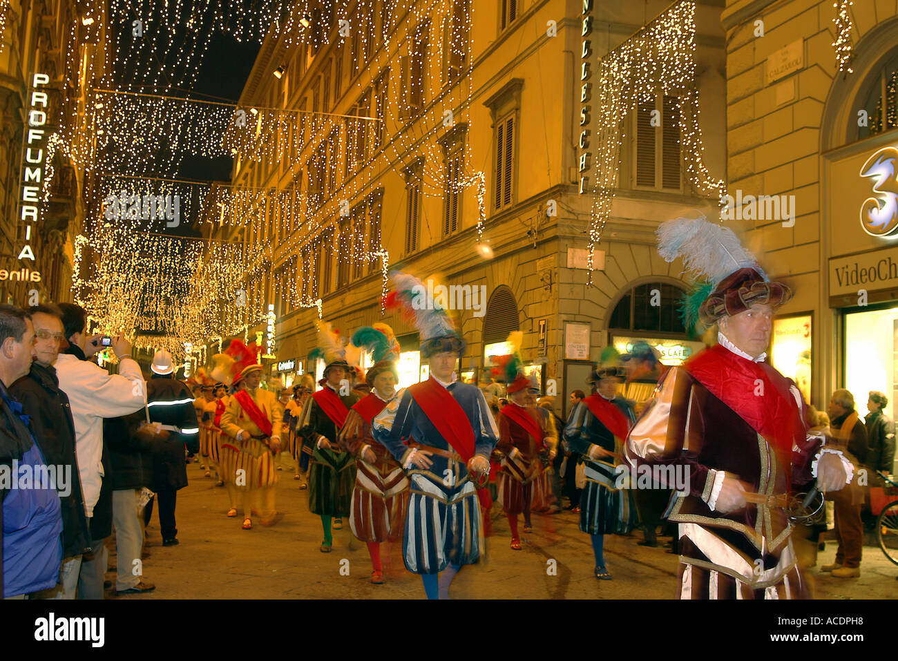 Christmas In Florence Italy.Christmas Shopping Florence Italy Stock Photo 7500183 Alamy