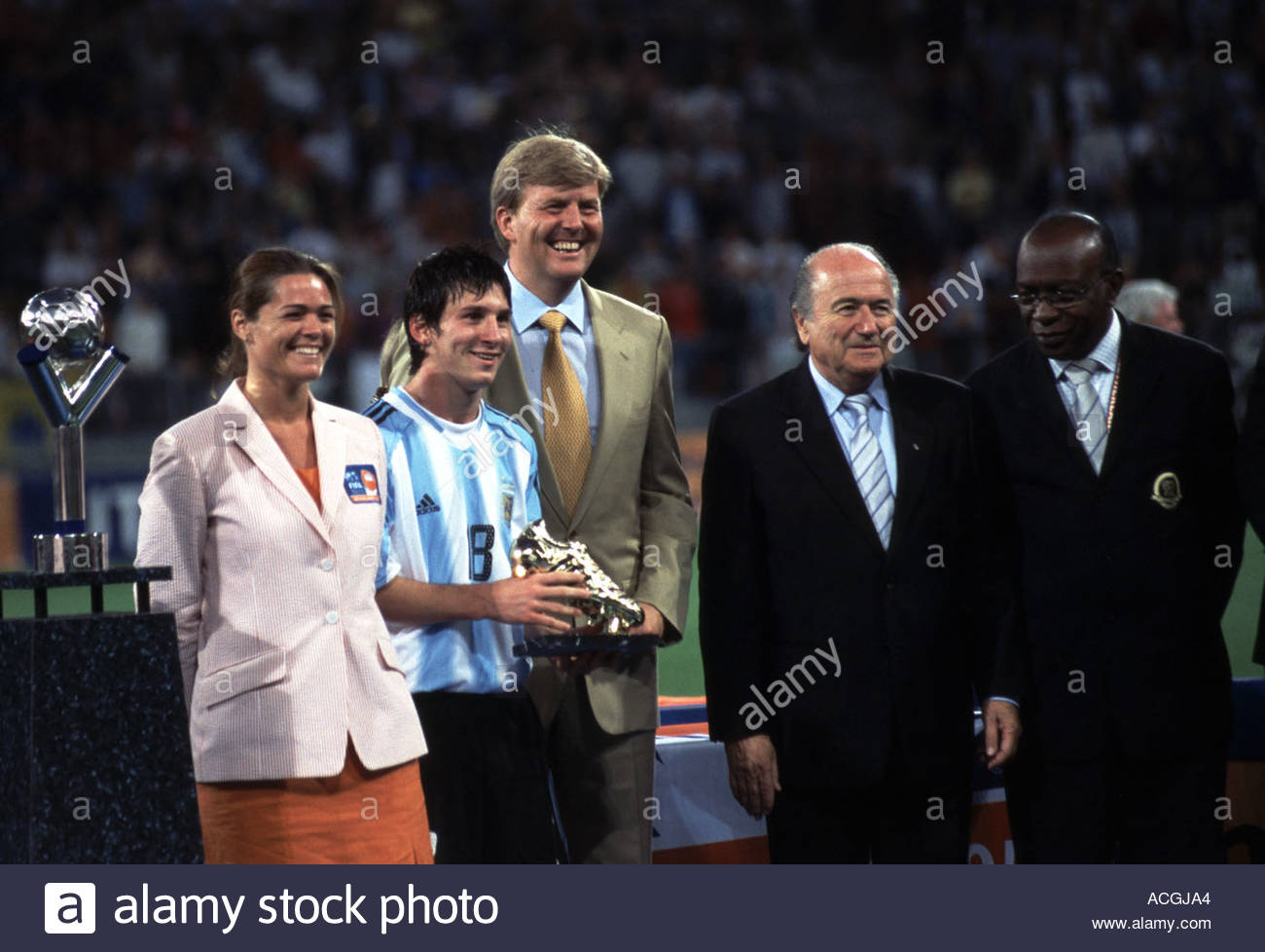 Youth World Championships final Nigeria vs Argentina. Lionel Messi receives golden boot from Prince Willem Alexander - Stock Image