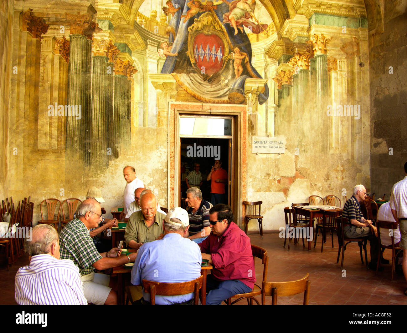 italy campania sorrento men playing cards in sedile dominova ancient gathering place of town council - Stock Image