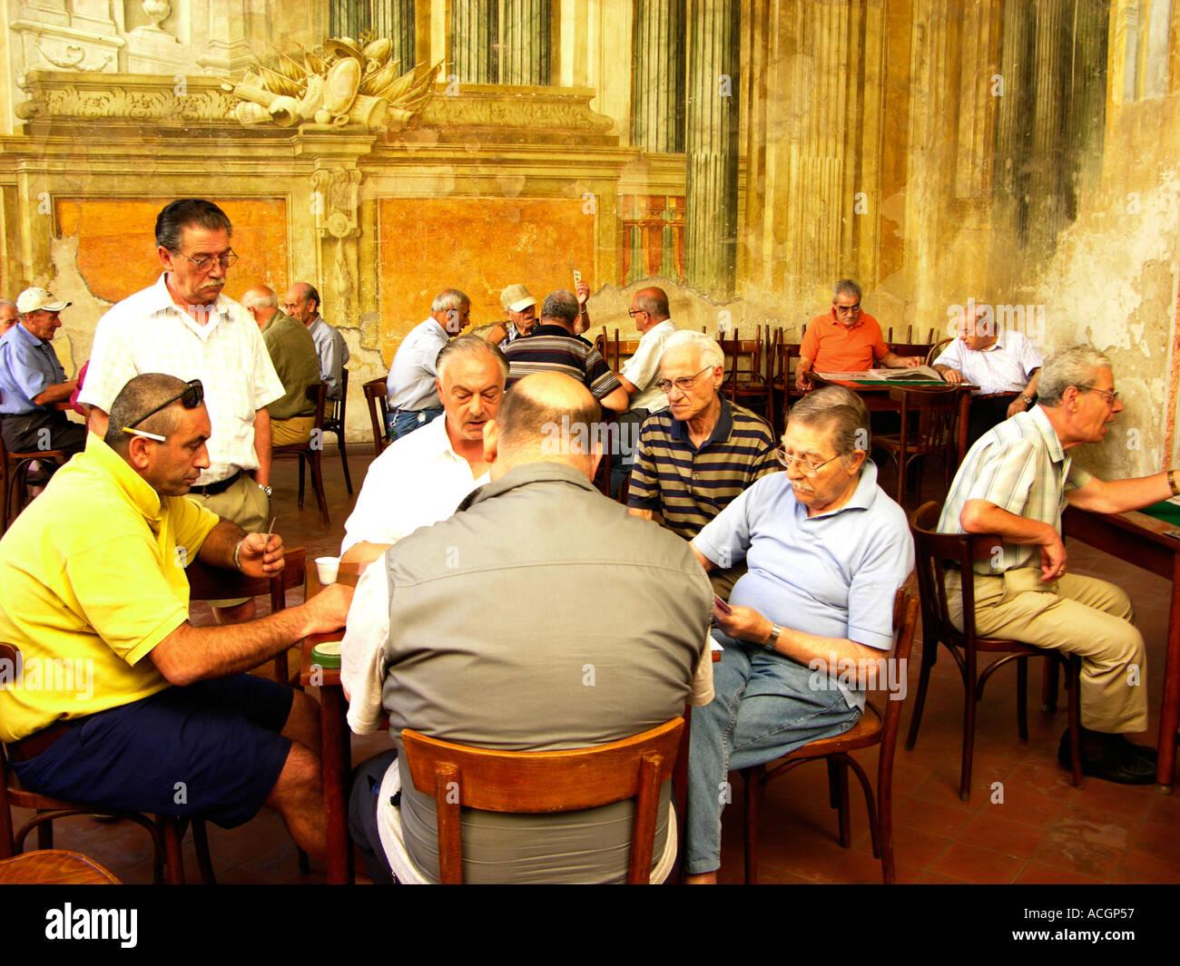 italy campania sorrento men playing cards in sedile dominova - Stock Image