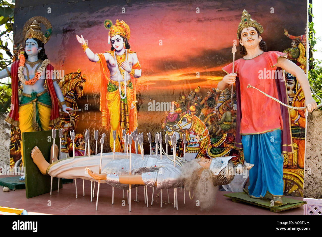 A PAINTING OF KRISHNA AND ARJUN WITH BOW AND ARROW STANDING ALONG THE ARROW RIDDEN BODY OF BHISHAM PITAMA - Stock Image