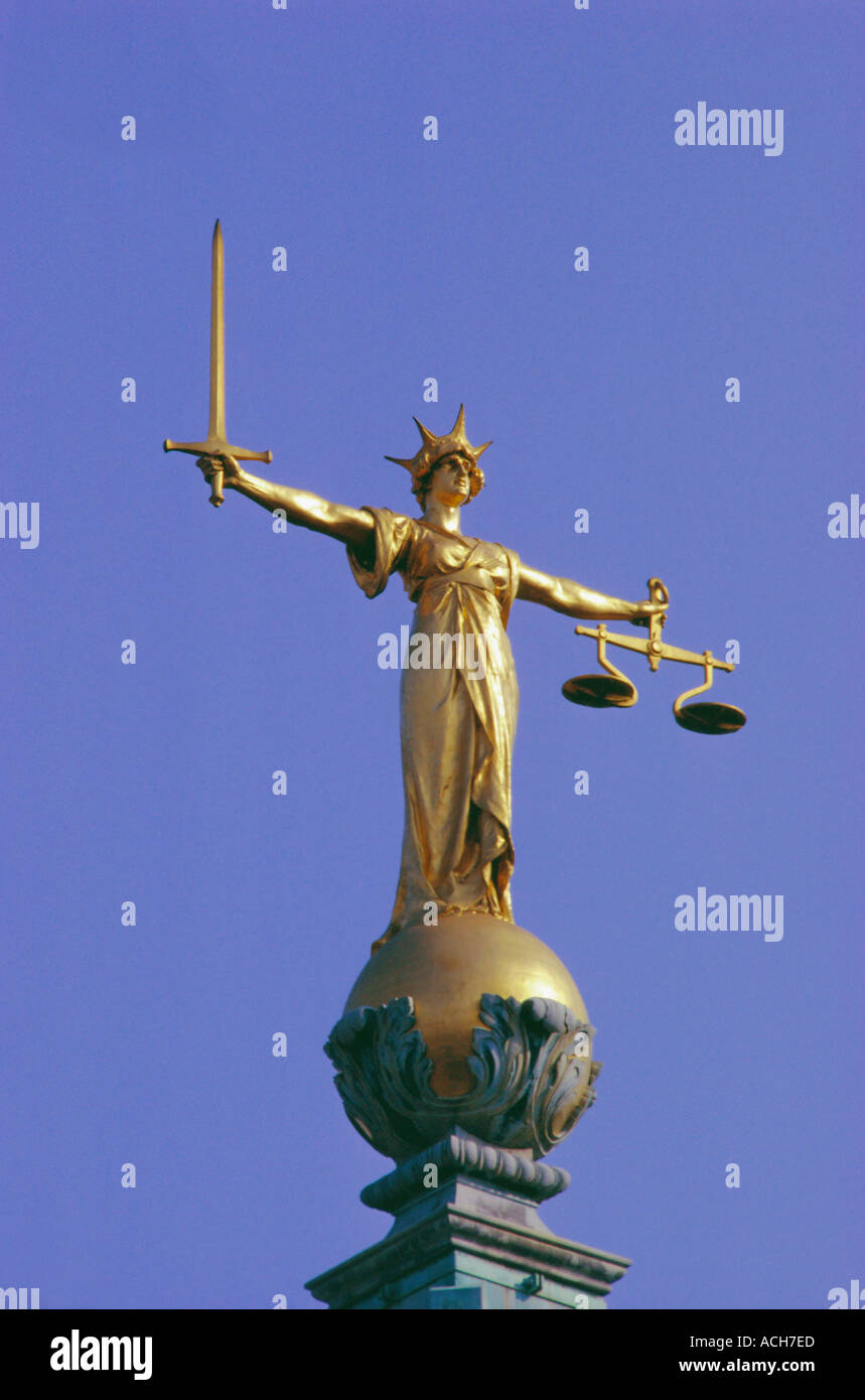 The Scales of Justice above the Old Bailey Law Courts Inns of Court London England UK Stock Photo