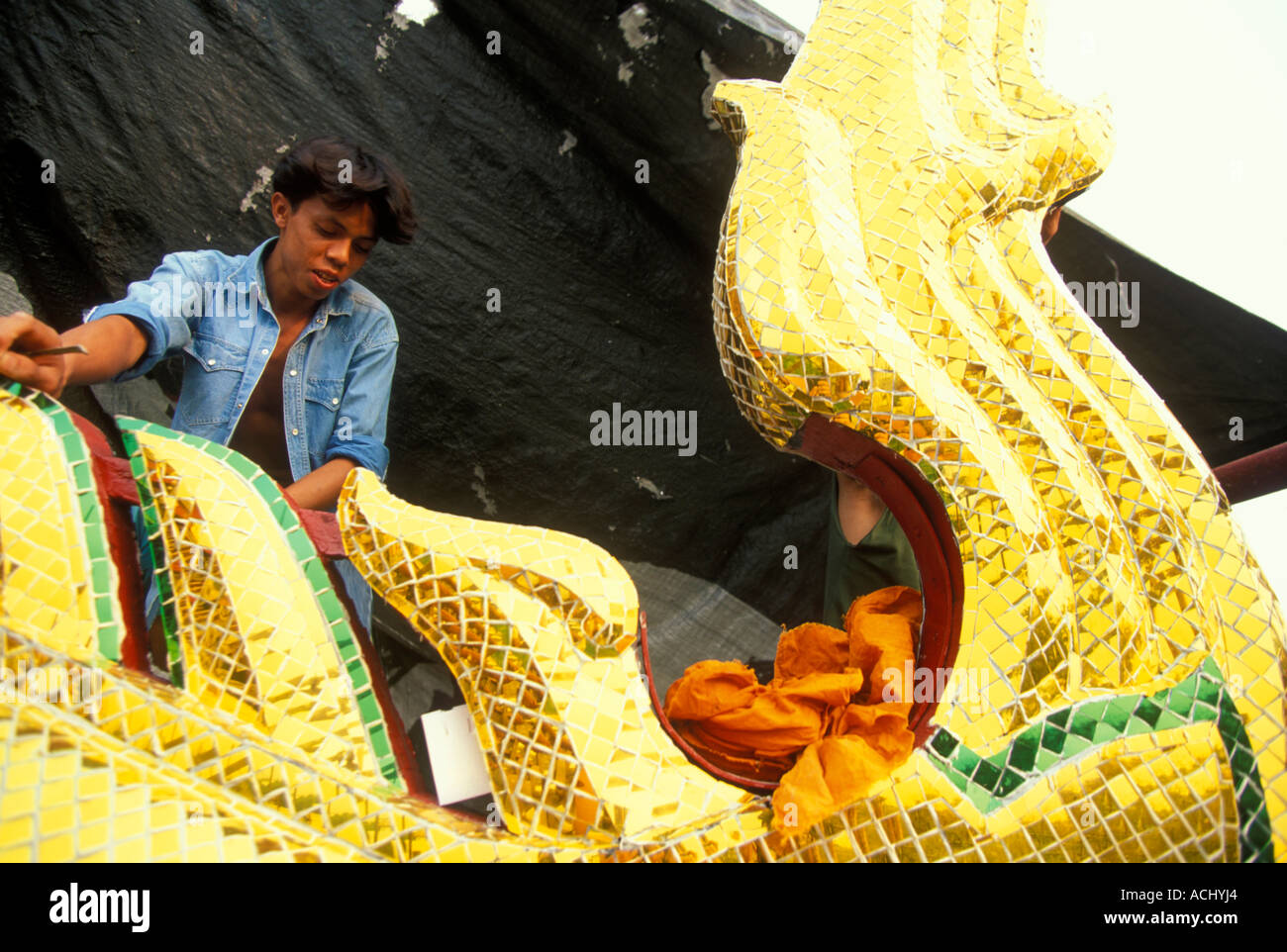 MR Thailand Bangkok Workers atop roof of Buddhist Wat Po Temple Stock Photo