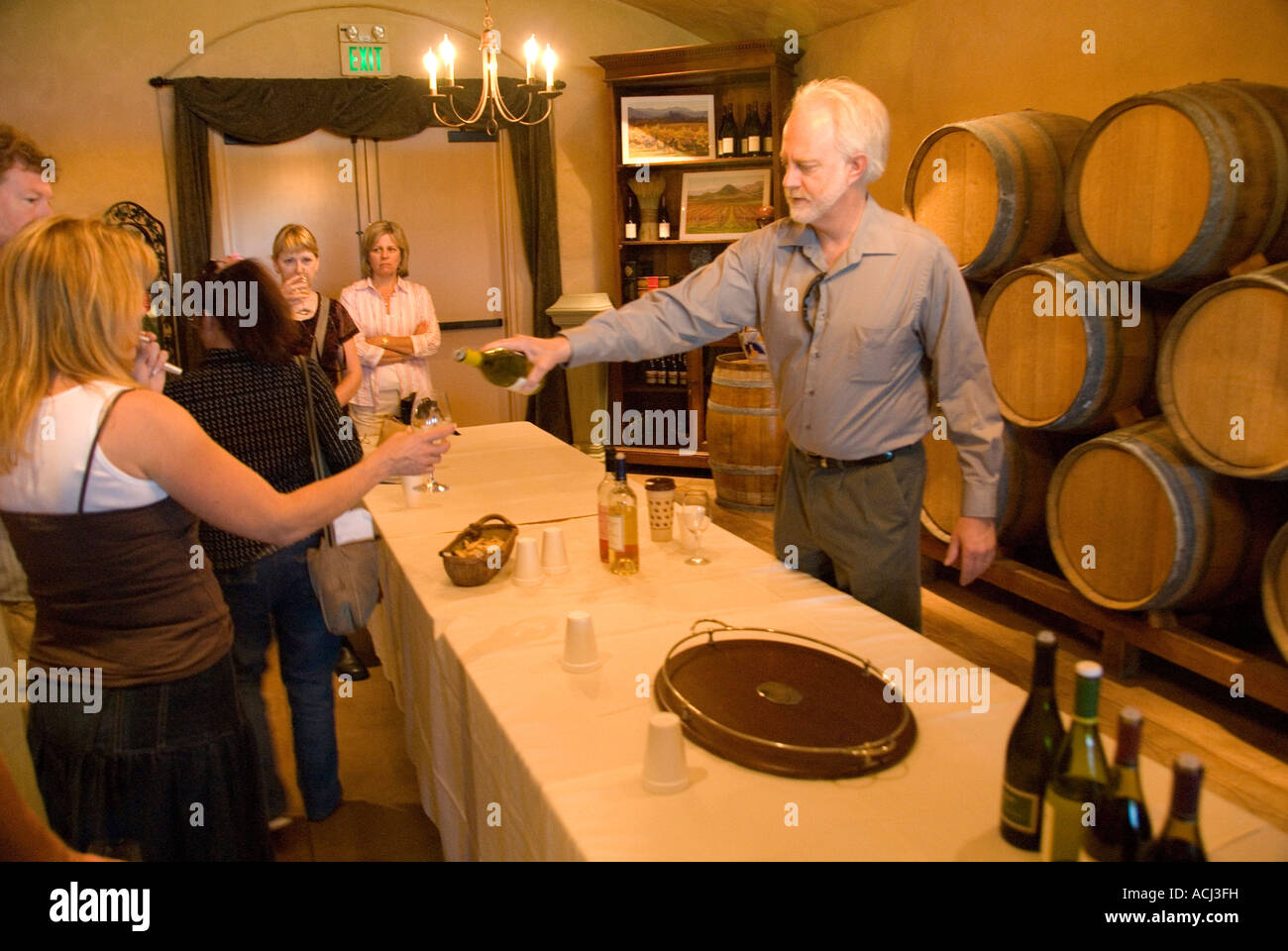 Winemaker Harry Hansen leads tasting at Edna Valley Vineyards near San Luis Obispo, California - Stock Image