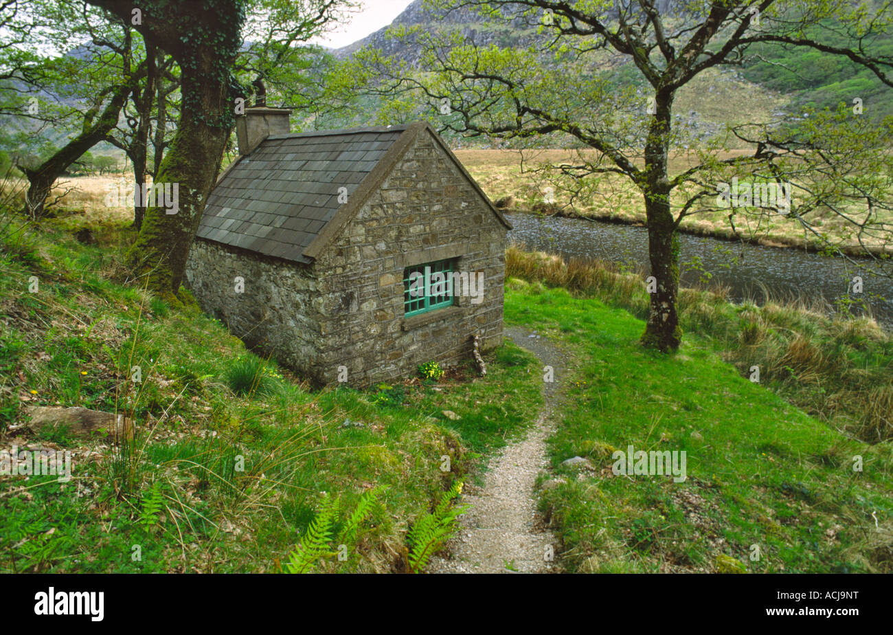 Stalkers cottage beside a forest path in Glenveagh National Park, County Donegal, Ireland. - Stock Image