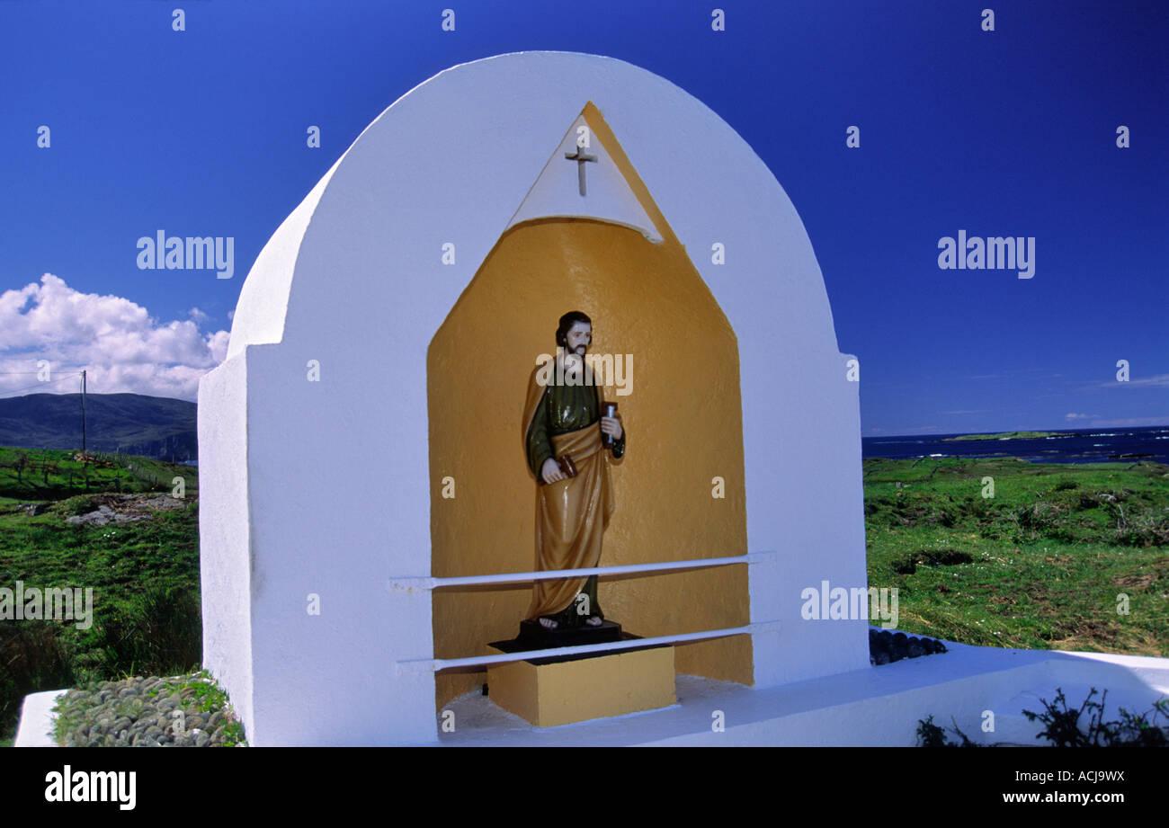 Catholic road side shrine, Rosbeg, County Donegal, Ireland. - Stock Image